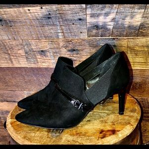 Calvin Klein Black Heels in amazing condition Sz 8